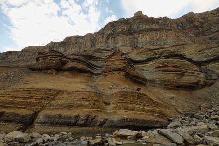 strata: Muri strati basaltiche vicino Hengifoss cascata in Islanda. Archivio Fotografico