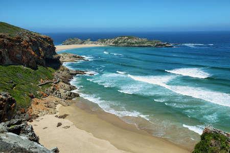 南アフリカ共和国の Robberg 自然保護区の牧歌的なビーチ