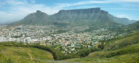 Montaña de la Mesa de la colina de la señal en Ciudad del Cabo Foto de archivo - 42176099
