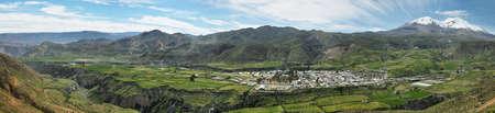 """Putre Dorf mit """"Nevado de Putre"""" im Hintergrund, Chile Standard-Bild - 50419927"""