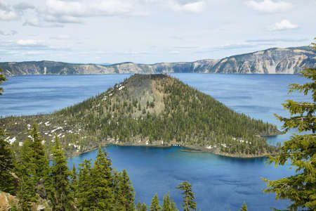 crater lake: Wizard Island on Crater Lake, Oregon