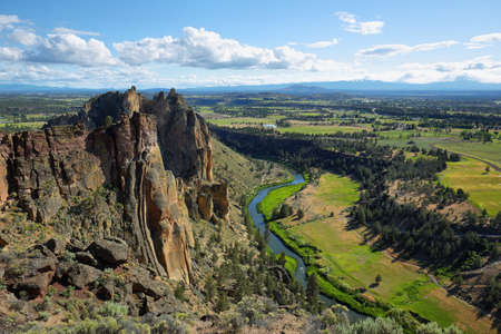 rivière Crooked de Misery Ridge à Smith Rock Park, Oregon