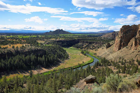 Crooked river from Misery Ridge in Smith Rock Park, Oregon