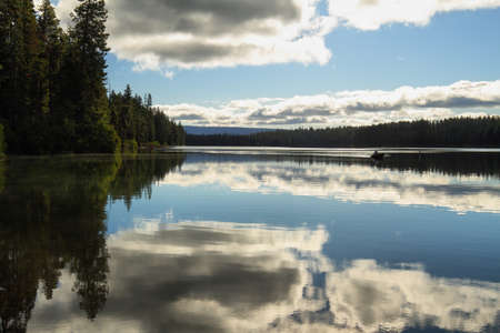 oregon cascades: Suttle Lake in the central Oregon Cascade Mountains, Usa Stock Photo