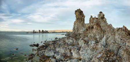 sierra nevada: Tufa towers in Mono Lake at sunset, California, USA