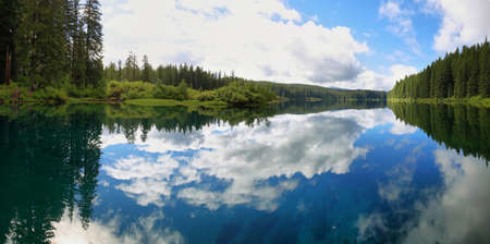 oregon cascades: Clear Lake in the central Oregon Cascade Mountains, Usa