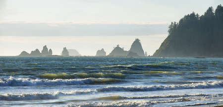 View of rocks in the ocean from Rialto beach in Olympic peninsula, USA Imagens