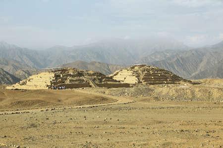Caral、アメリカ大陸で最も古い都市。Supe の谷、リマ、ペルーの北 200 km に位置します。