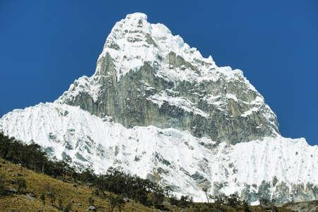 Chacraraju 피크 (6108m) in Cordiliera Blanca, 페루, 남미 스톡 콘텐츠