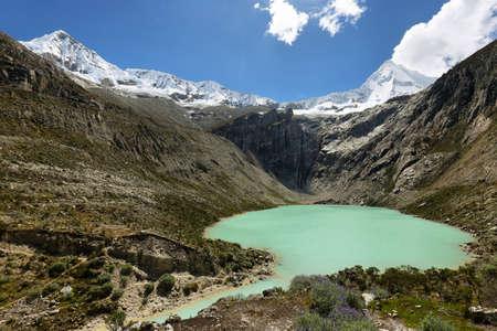 ancash: Artesoncocha lake and Artesonraju peak (6025m), Ancash province, Peru Stock Photo