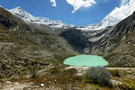 Artesoncocha-meer en Artesonraju-piek (6025m), Ancash-provincie, Peru