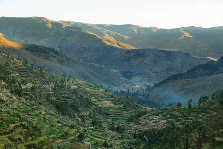 タルマ、ペルーの近くの Tarmatambo からタルマ渓谷とテラス フィールド 写真素材