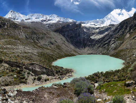 Artesoncocha lake and Artesonraju peak (6025m), Ancash province, Peru Stockfoto