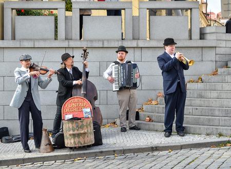 Prague, Czech Republic - October 10, 2017: Street musicians play on the Charles Bridge, Prague Czech Republic. Prague old town Standard-Bild - 102450582