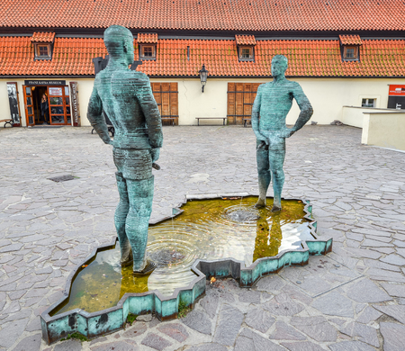 Prague, Czech Republic - October 10, 2017: Sculpture of two pissing men in front of Franz Kafka museum in Prague. Fountain of Pissing Men in Prague by David Cerny, sculptor. Standard-Bild - 101512395