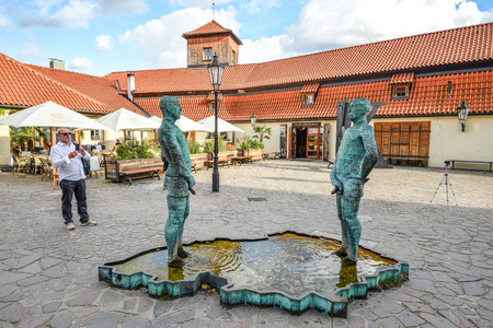 Prague, Czech Republic - October 10, 2017: Sculpture of two pissing men in front of Franz Kafka museum in Prague. Fountain of Pissing Men in Prague by David Cerny, sculptor. Standard-Bild - 101512396