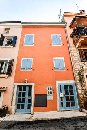 Rovinj, Croatia - May 22, 2018: Rovinj - beautiful antique city. Cororful bright building facades in old town of Rovinj, Croatia Standard-Bild - 110720375