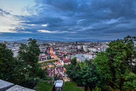 Ljubljana, Slovenia - May 20, 2018: Evening view on Ljubljana old town and city center from Ljubljana Castle, Slovenia. Alps and Ljubljana cityscape. Standard-Bild - 110937545