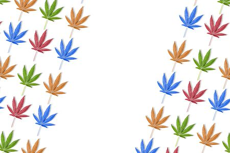 Colorful leaves of hemp or cannabis diagonal pattern on white background. Fall background with copy space. 免版税图像