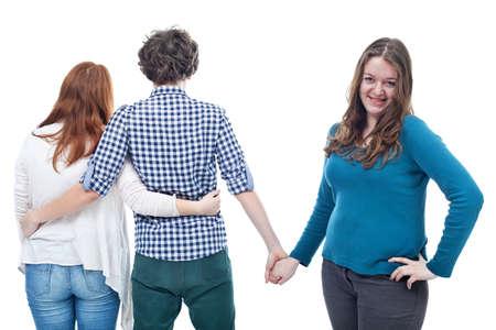 Triángulo de amor de dos muchachas adolescentes y un chico joven
