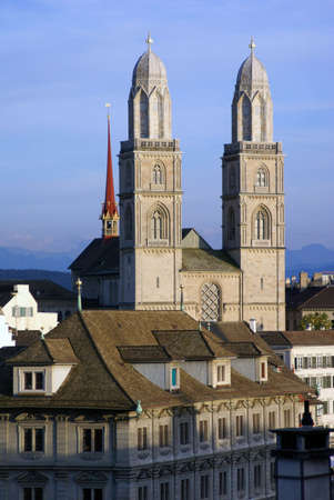 The main cathedral of Zuerich - Grossmuenster - un the center of City with Alps behind              Banque d'images