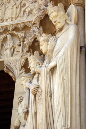 Sculptures on the facade of the main cathedral of France - Notre Dame de Paris        Banque d'images