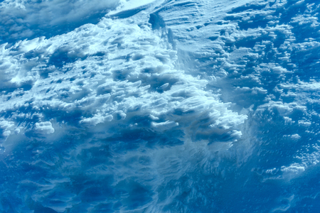 Effects of snow weathering. Blue snow on mountain top 版權商用圖片