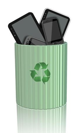 recyclage plastique: Comprim�s d'ordinateurs et de t�l�phones mobiles � l'int�rieur d'un bac de recyclage