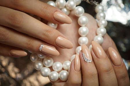 Natürliche Nägel mit sauberen Maniküre