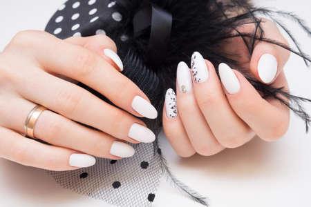 Beautiful manicure and nail art. Natural nails and gel polish. Banque d'images
