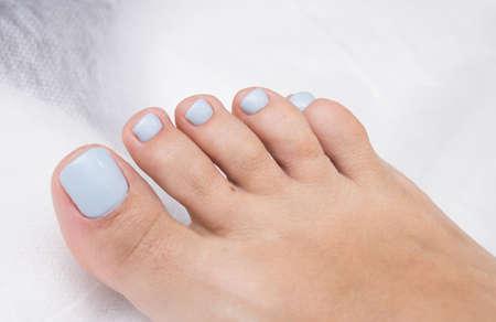 Pedicure and gel polish on women's feet. Standard-Bild