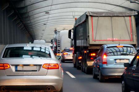 トンネル Loevenicher、ケルンの高速道路のリング A 1 のジャムします。