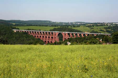 Die Göltzschtalbrücke ist eine Eisenbahnbrücke und die größte Ziegelbrücke der Welt, Sachsen, Deutschland, Netzschkau Standard-Bild - 24728579