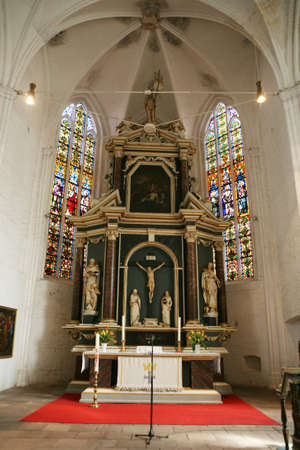 high altar: High altar in the church of St Wilhadi