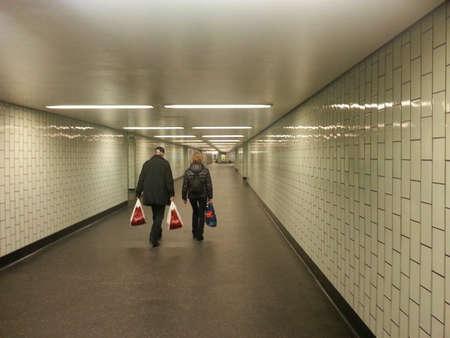 u bahn: Durchgang am U-Bahnhof Stock Photo