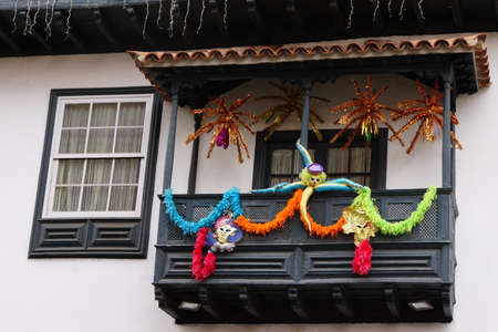 canarian: fr Carnival geschmckter balcony in the old town, Puerto de la Cruz, Tenerife, Canary Islands, Spain Editorial