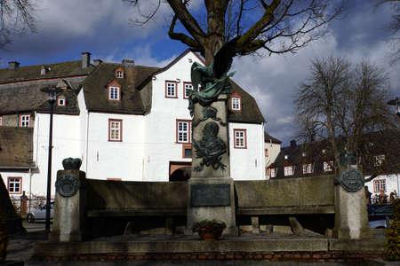 deutschland: Denkmal an Kaiser Wilhelm I vor dem Schloss des F�rstengeschlechts Sayn-Wittgenstein, Bad Berleburg, Nordrhein-Westfalen, Deutschland, Stock Photo