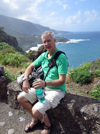海岸沿いハイキング fom Mirrador サン ・ ペドロ、テネリフェ島、カナリア諸島、スペインにプエルト デ ラ クルーズ