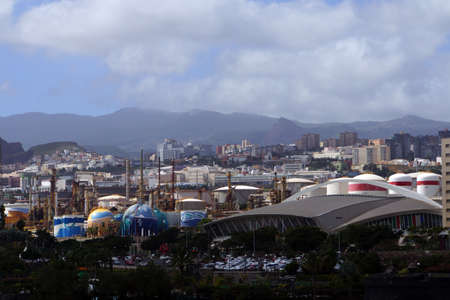santa cruz de tenerife: Refinery in the midst of the city, Santa Cruz de Tenerife, Tenerife, Canary Islands, Spain