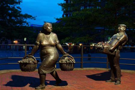 city fish market: Bronze sculptures by Gerhard Brandes Fischhndler and Marktfrau Hamburg Germany Altona Editorial