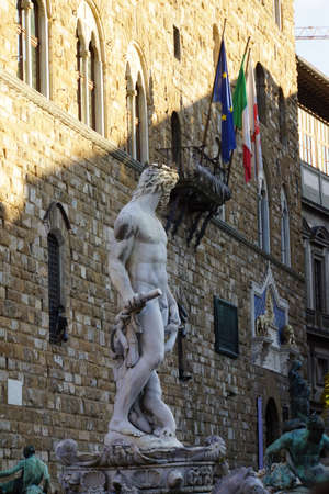 toskana: Neptun-Brunnen vor dem Palazzo Vecchio auf der Piazza della Signoria, Florenz, Toskana, Italien Editorial