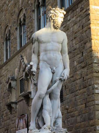 italien: Neptun-Brunnen vor dem Palazzo Vecchio auf der Piazza della Signoria, Florenz, Toskana, Italien Editorial