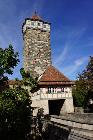whether: Roedertor, part of the historic city wall of Rothenburg ob der Tauber, Bavaria, Germany