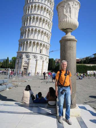 awry: der Schiefe Turm von Pisa, Toskana, Italien