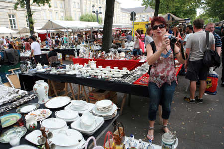 17: Sunday flea market on the Strasse des 17. Juni Editorial