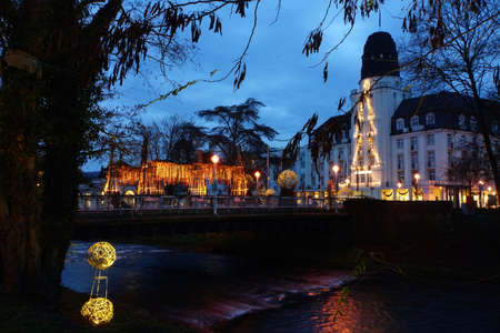 christmassy: Christmassy illuminated Kurgaten bridge, Bad Neuenahr, Rhenland-Palatinate, Germany