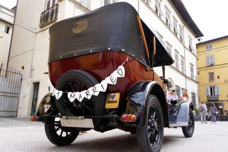 Oldtimer als Hochzeitsauto, Lucca, Toskana, Italien