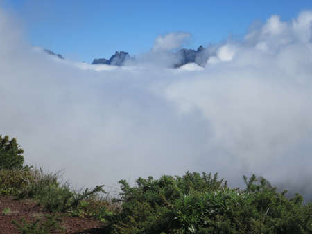 landschaft: Passat clouds falling over the mountains of the Paul da Serra, Lombo do Mouro, Madeira, Portugal
