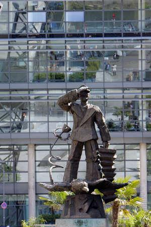 diversified: Hans Albers monument in the Media Harbour, Dusseldorf, Nordrhein-Westfalen, Germany