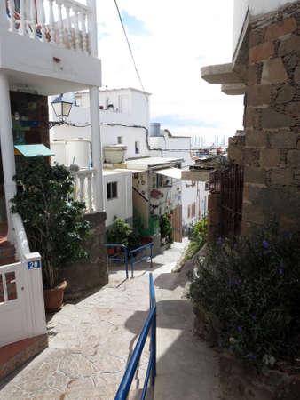 enge Gassen und Treppen in der steilen Altstadt von Puerto de Mogan, Gran Canaria, Kanarische Inseln, Spanien Standard-Bild